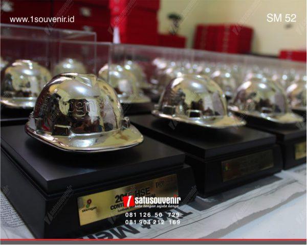 souvenir miniatur helm