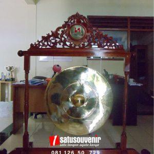 kerajinan kuningan gong hotel swissbel